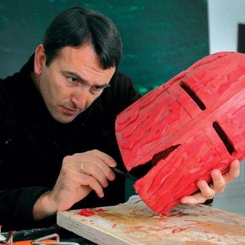 L'artista Casanova presenta il suo Elmo di Fieramosca
