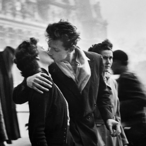 World Kiss Day, da Preludio a un bacio di Laudadio a Doisneau