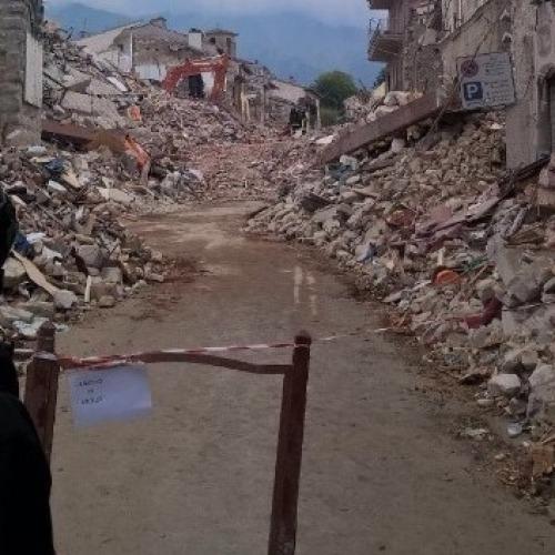 Sisma Italia centrale. Al lavoro i vigili del fuoco casertani