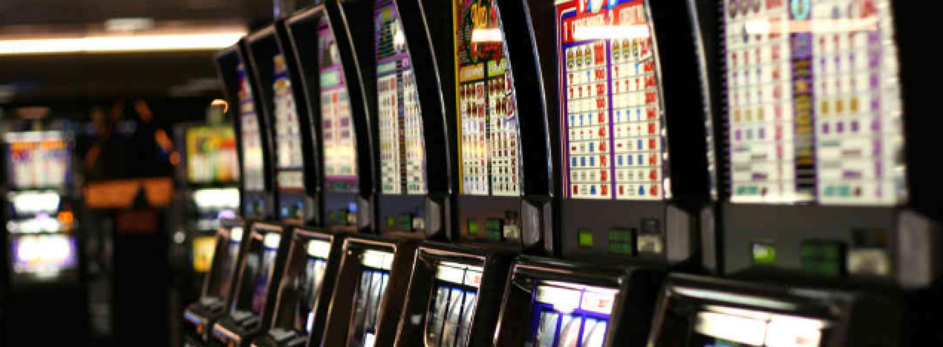 Gioco d'azzardo. Via le slot da bar e tabaccherie