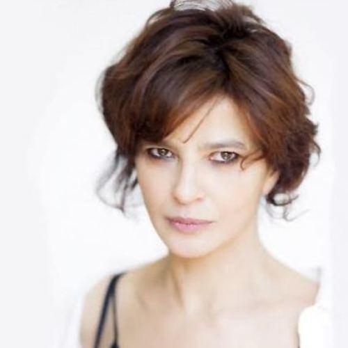 """Laura Morante, una """"locandiera"""" nel Salotto a Teatro"""