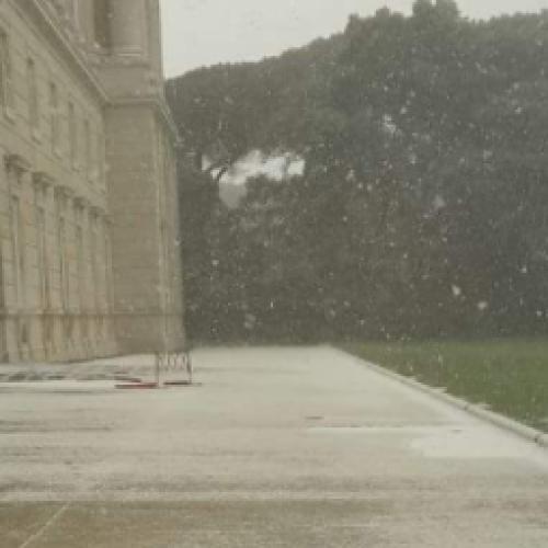 La Befana arriva a Caserta con una spruzzata di neve