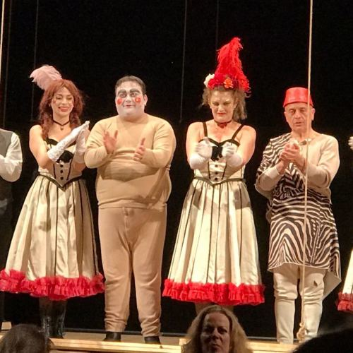 E voilà! Tato Russo porta la crisi del teatro in un café chantant