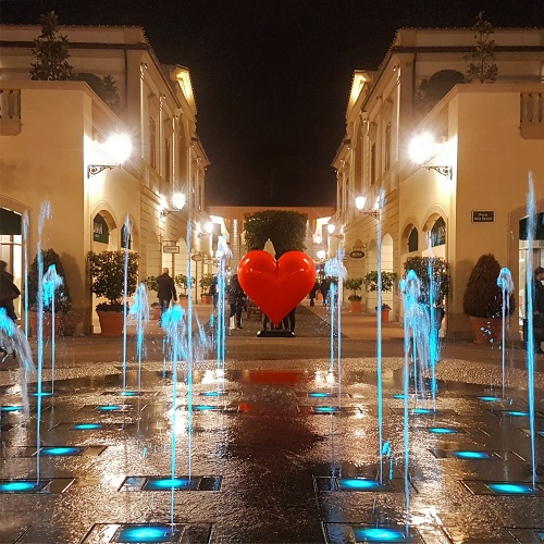 Un cuore che parla, ecco il San Valentino della Reggia Outlet