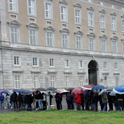 Tutti in fila o davanti alla tv per la Reggia della piccola Atene