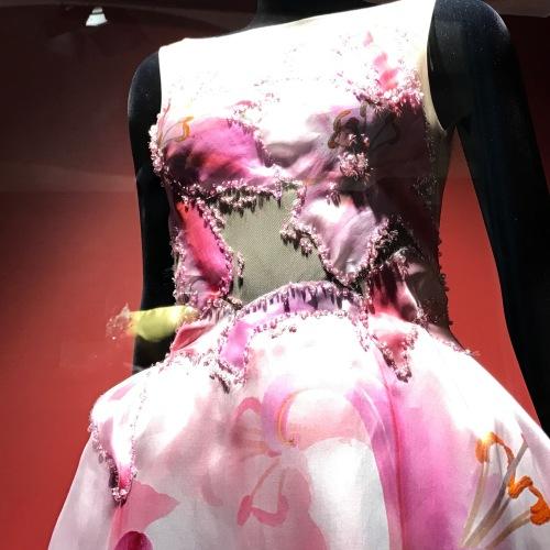 Primavera a Caserta, vetrine in fiore alla casa di moda Antea