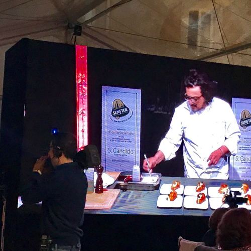 Alessandro Borghese, lo chef fa entrare lo speck nella Reggia