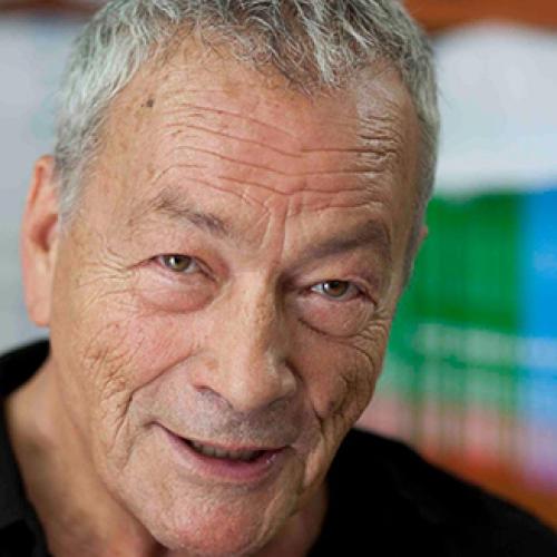 L'editore Tullio Pironti compie gli anni circondato dai libri