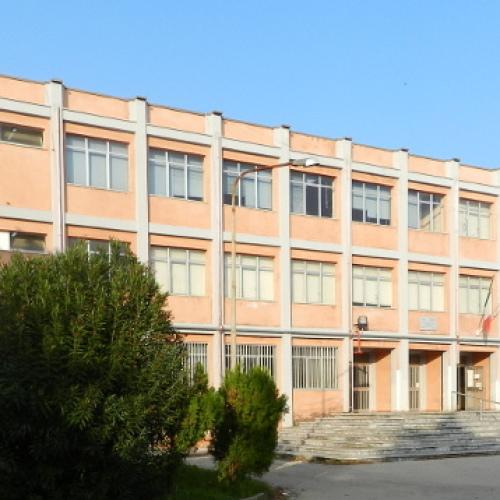 Crisi scuole a Caserta,  le medie in soccorso delle superiori