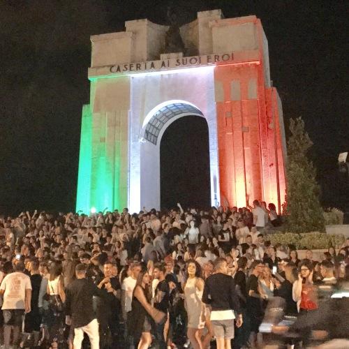 Caserta, tutti sotto al Monumento. E' notte prima degli esami!