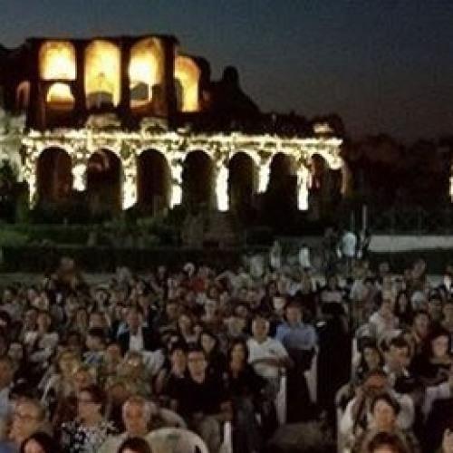 """Anfiteatro Campano, è tutto """"Easy"""" per i gladiatori del cinema"""