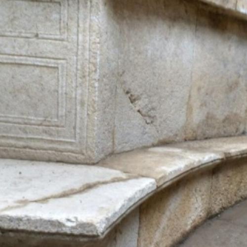 Nuova scoperta a Pompei, una tomba monumentale in marmo
