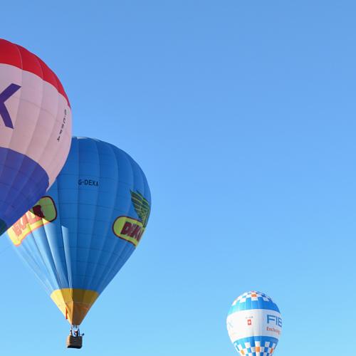 Il cielo sopra Caserta, la Reggia vista dalla mongolfiera in volo