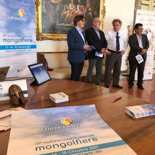 Una mongolfiera alla Reggia di Caserta. Mauro Felicori