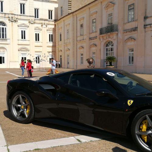 Caserta, arte e motori. Omaggio delle Ferrari alla Biennale
