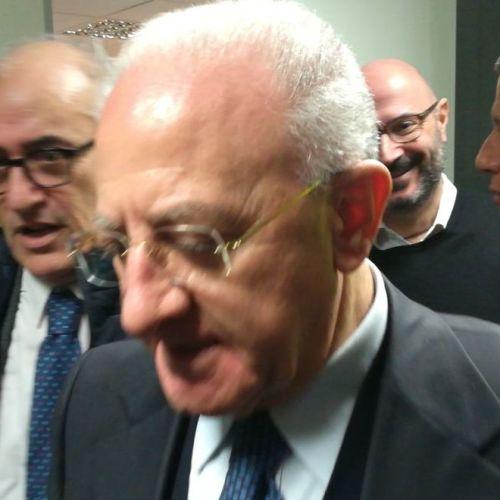 """Caserta, Vincenzo De Luca visita l'ospedale: """"Complimenti!"""""""