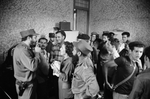 Foto di grupo con Fidel Castro e Celia Sanchez, Cuba 1959