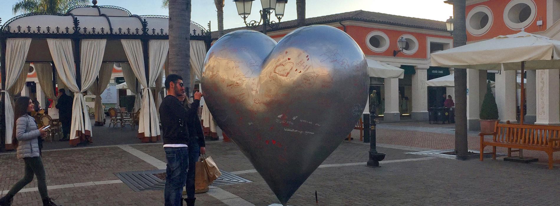 Un cuore che parla. Ecco il San Valentino alla Reggia Outlet