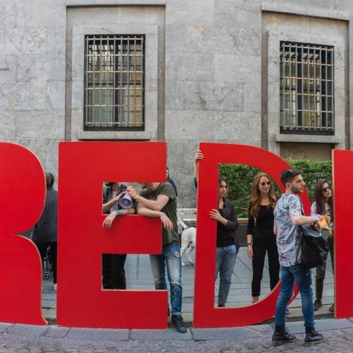 Quartieri Spagnoli, il #cuoredinapoli è rosso e batte per l'arte