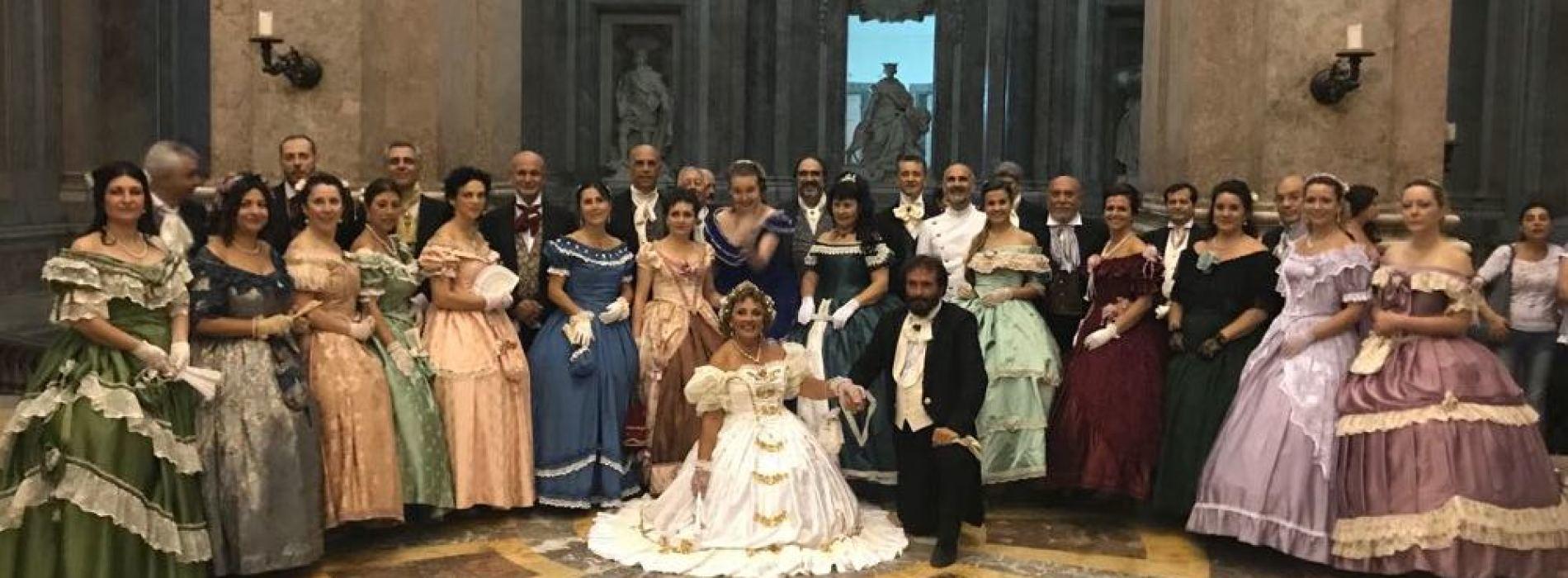 Gran Ballo dei Borbone, alla Reggia dame e cavalieri danzanti