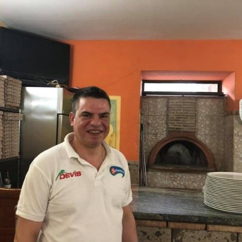 Tradizione contadina a tavola, da Bronzetti la pizza è nel ruoto