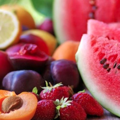 Estate, sulle tavole è il trionfo di tanta frutta e verdura