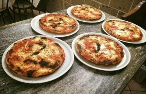 pizza nel ruoto con melanzane di Bronzetti, Castel Morrone