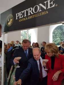 Petrone con Carlo e Camilla