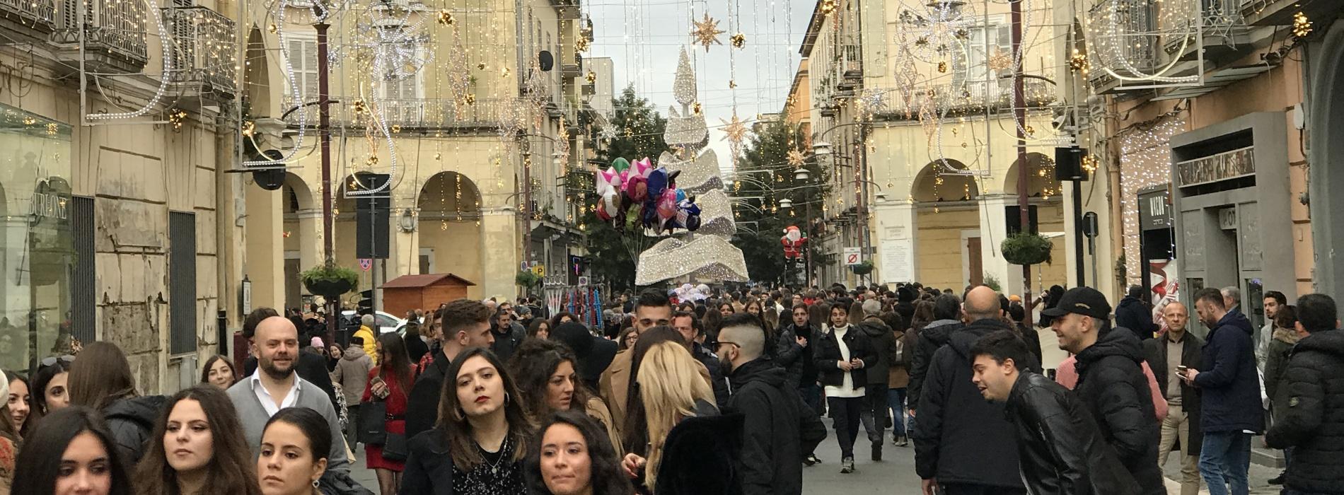 Vigilia a Caserta, brindisi dei ritornanti all'ombra della Reggia