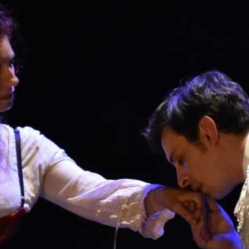 Un baciamano al Settembre al Borgo, regia Giovanni Esposito