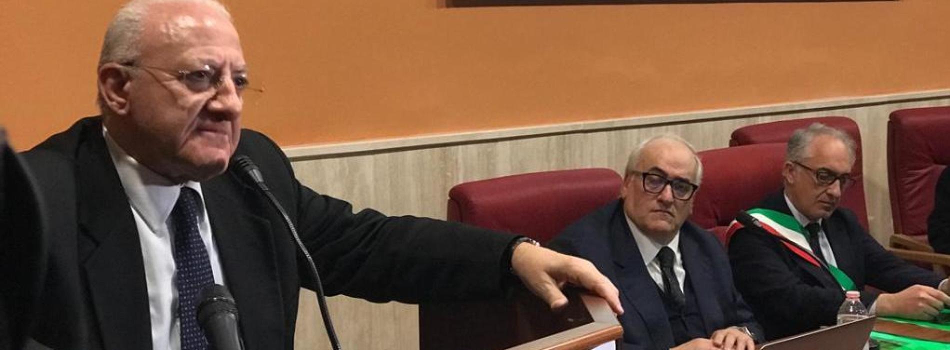 """De Luca all'Ospedale di Caserta: """"Qui si cammina a testa alta"""""""