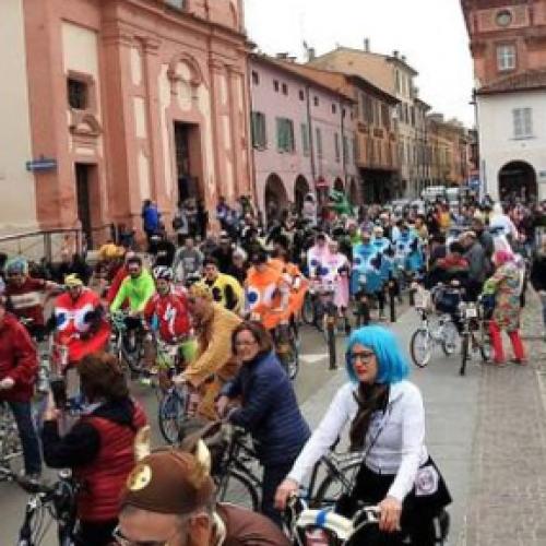 A Caserta studenti in sella con la pedalata delle scuole