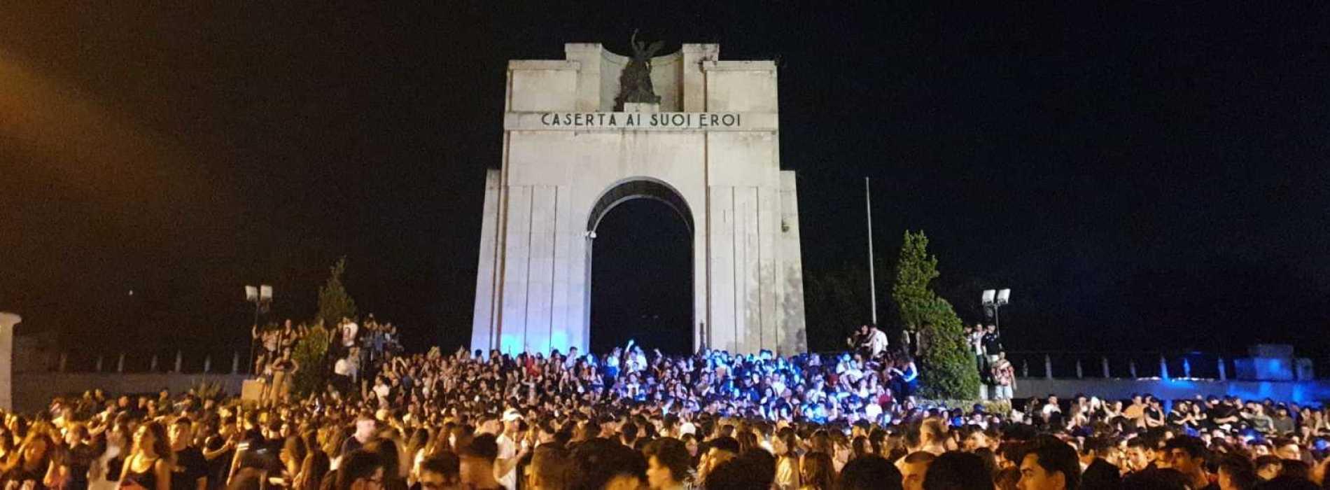 Caserta, al Monumento gli eroi della notte prima degli esami