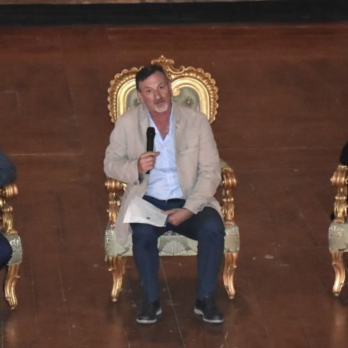 Andrea Chisesi alla Reggia, Caserta scopre i sette vizi capitali