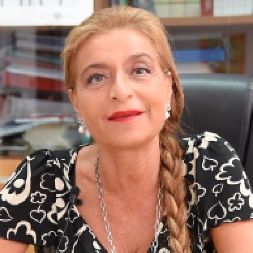 Liceo Manzoni di Caserta, gli auguri della preside Adele Vairo