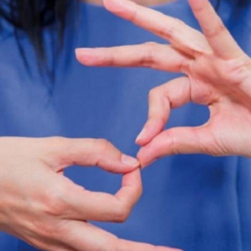 Caserta, l'integrazione a scuola passa per la lingua dei segni