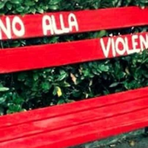 Caserta, panchine rosse per dire no alla violenza sulle donne