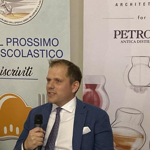 Bufala, un bicchiere firmato Giugiaro per l'azienda Petrone