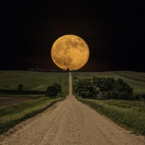 Mantra e luna piena. Evento mondiale per la connessione fra i popoli