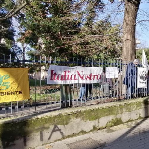 Stop ai rifiuti sul Galoppatoio, lettera aperta delle associazioni