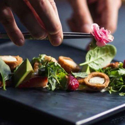 Dressare, da tecnicismo gastronomico a parola di uso comune