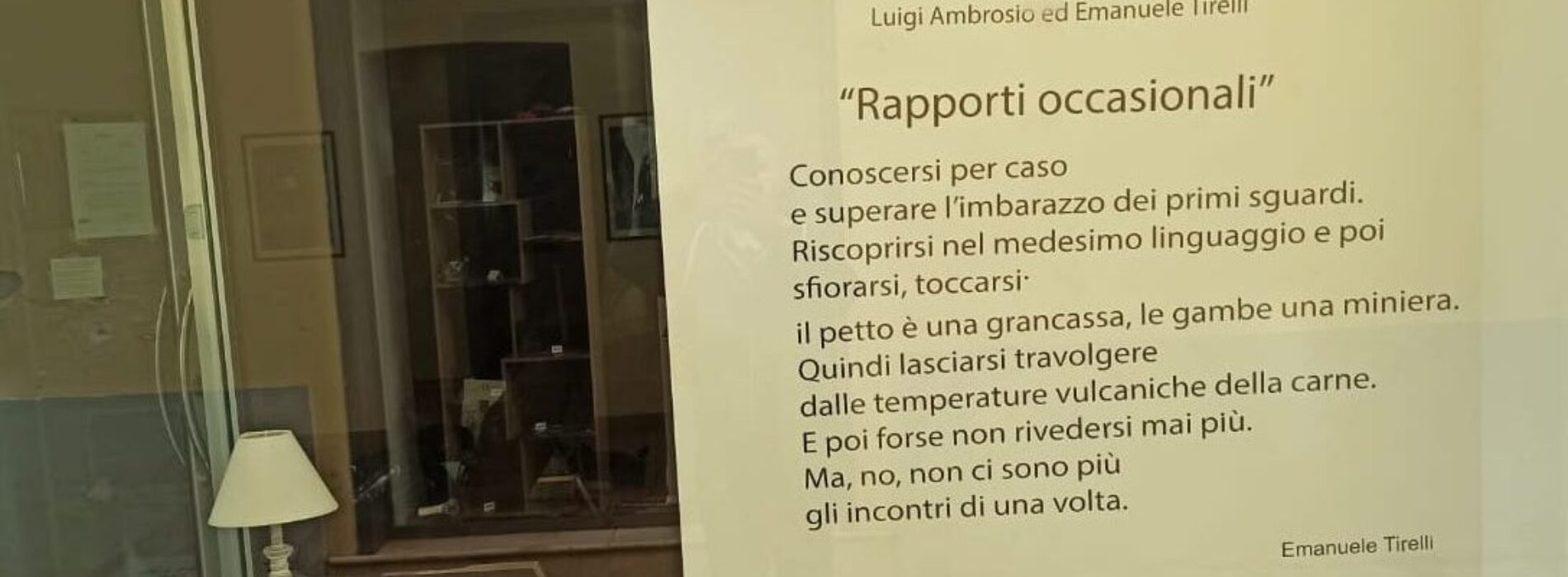 """""""Rapporti occasionali"""" in vetrina, l'installazione è di Spazio n.7"""