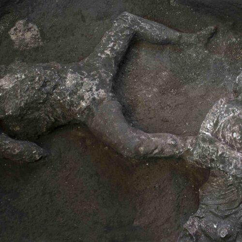 Pompei, realizzati altri calchi di uomini morti durante la fuga