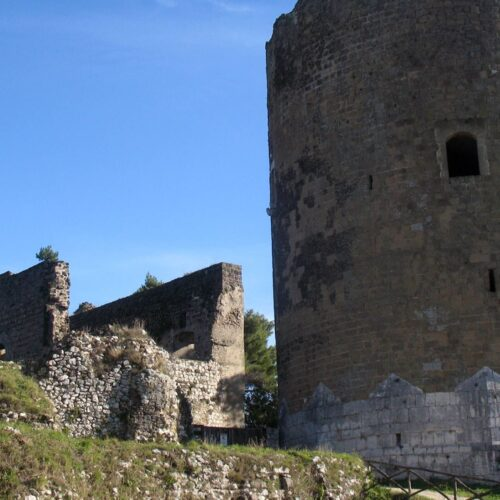 Castello di Casertavecchia, qui la chioccia con i pulcini d'oro