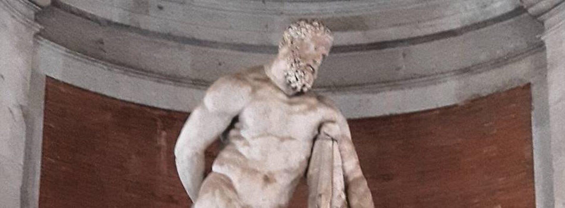 C'è un eroe di marmo nella Reggia di Caserta, è l'Ercole latino