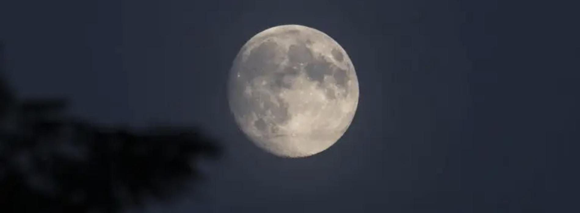 Notte di luna piena a fine anno, è un buon auspicio per il 2021