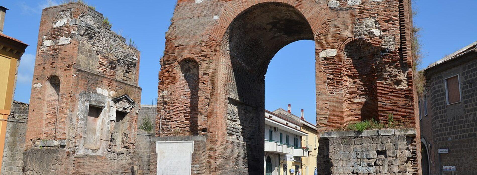 Memorie di Adriano, vive il restauro l'Arco di Trionfo capuano