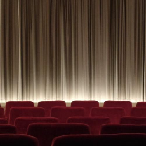 Sale aperte e luci accese. Il teatro in Campania va sostenuto!