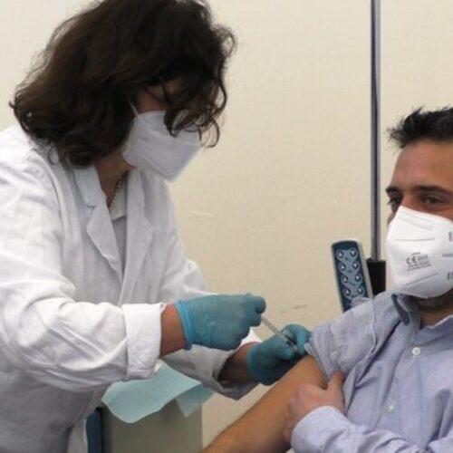 Vaccinazioni, si va avanti. Adesso tocca al personale scolastico