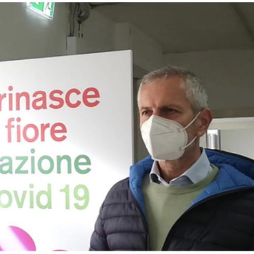 Piacere, Gianrico Carofiglio! Qui per provare il vaccino italiano